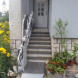 Montáž šikmej schodiskovej plošiny pre pani Lýdiu