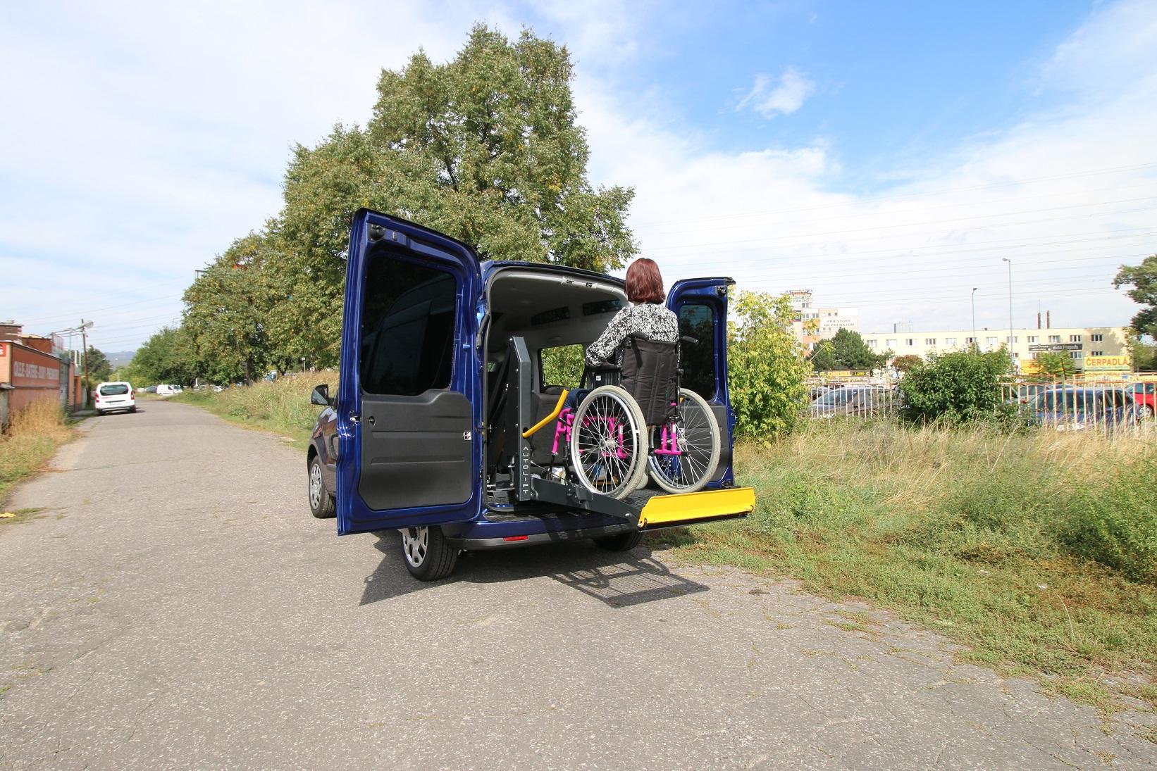 Ako si vybaviť príspevok na úpravu automobilu z ÚPSVaR?