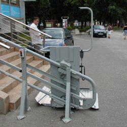 Montáž šikmej schodiskovej plošiny v osobnom prístave, Bratislava