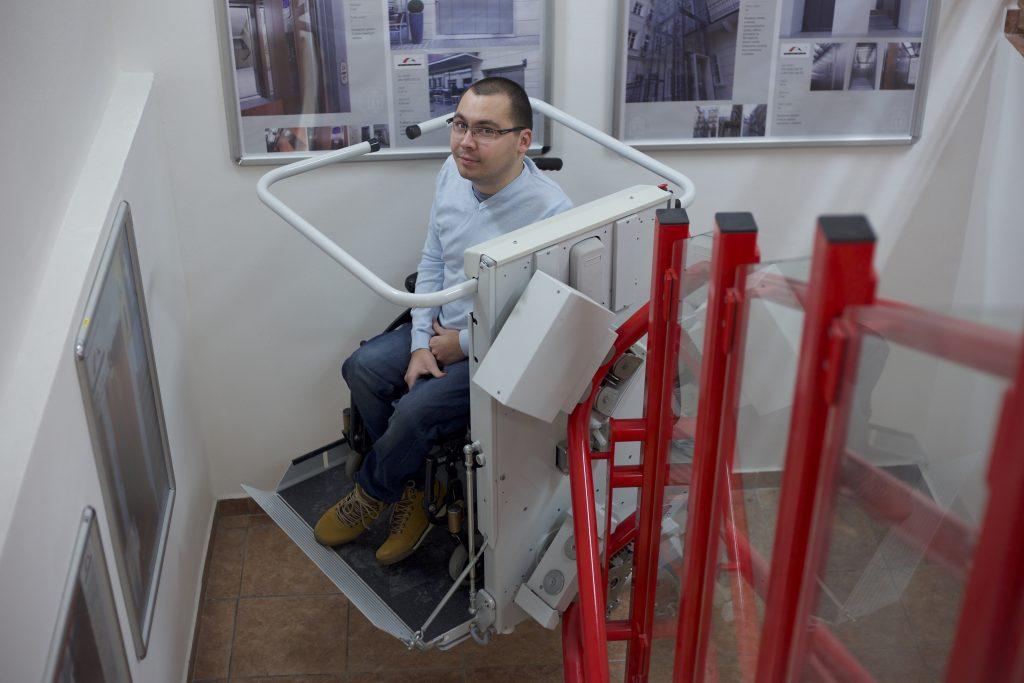 Šikmá schodisková plošina pre vozičkára
