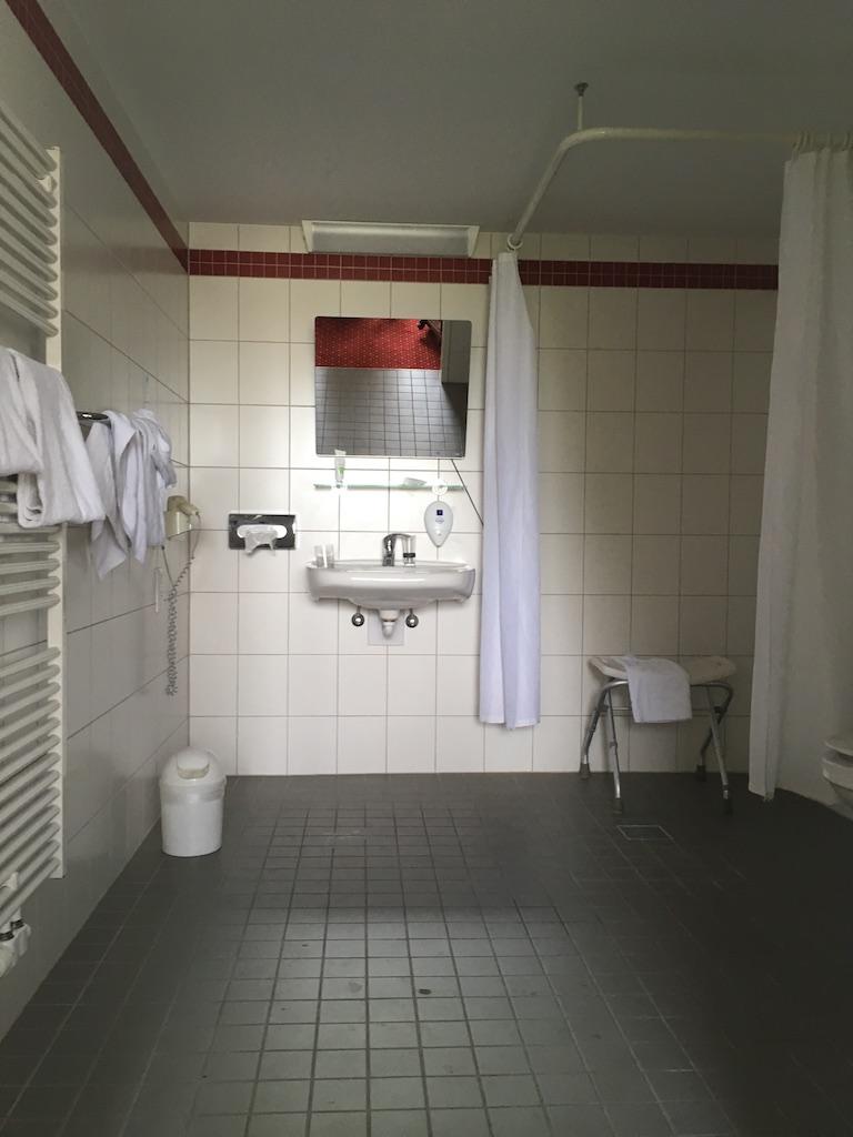Bezbarierová kúpeľna v AZIMUT Hotel Berlin City South