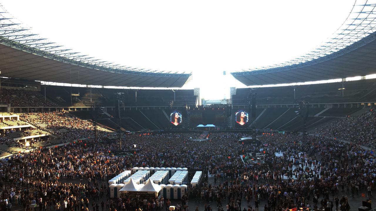 Plný Olympijský štadión v Berlíne na koncerte Coldplay FOTO - archív MR