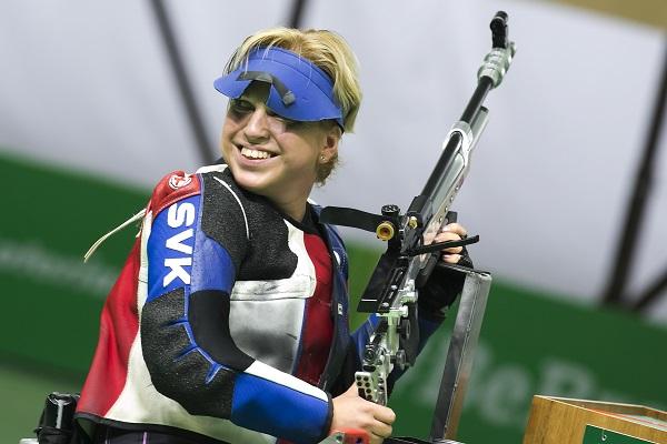 Veronika Vadovičová s puškou na preteku FOTO – archív VV