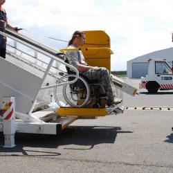 Plošina na lietadlové schody pre vozičkára