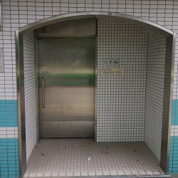 Bezbarierové wc v Japonsku - exteriér
