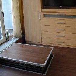 Zvislá plošina ukrytá v podlahe