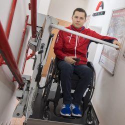 Šikmú schodiskovú plošinu na schody vyskúšal aj Radoslav Malenovský