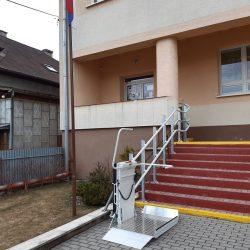 Montáž šikmej schodiskovej plošiny na ZŠ vo Vitanovej