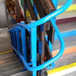 Montáž šikmej schodiskovej plošiny v Malokaparpatskej knižnici v Pezinku