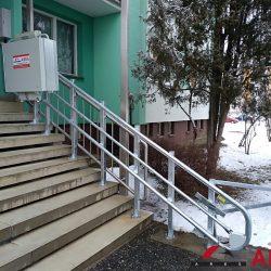 Montáž šikmej schodiskovej plošiny v Lučenci