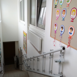 Montáž šikmej schodiskovej plošiny na ZŠ v Bytči