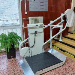 Montáž šikmej schodiskovej plošiny pre vozičkárov, Trnava