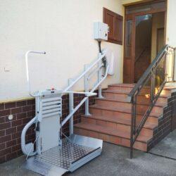Montáž šikmej schodiskovej plošiny, Okoč